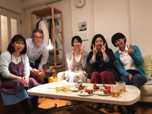 佐藤悠里さん(右から2人目)